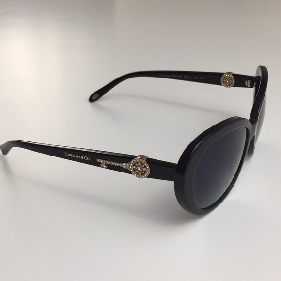 6003f40908c6 Tiffany   Co Black Oval Cat Eye Key Sunglasses 🕶